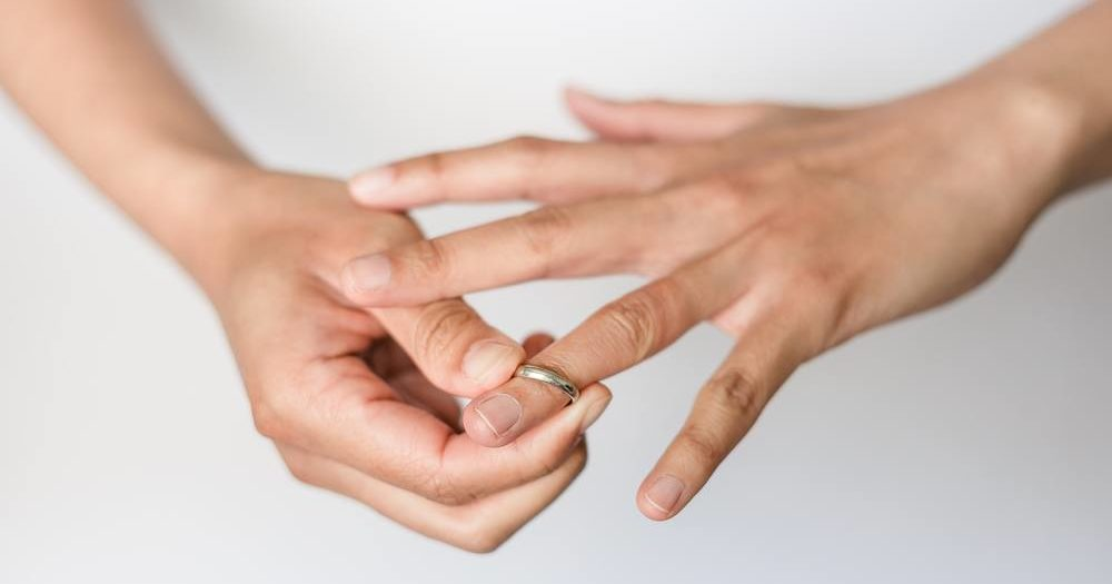 Removing rind after a divorce